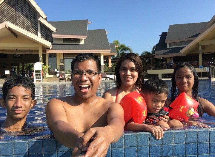family pic at the infinity pool