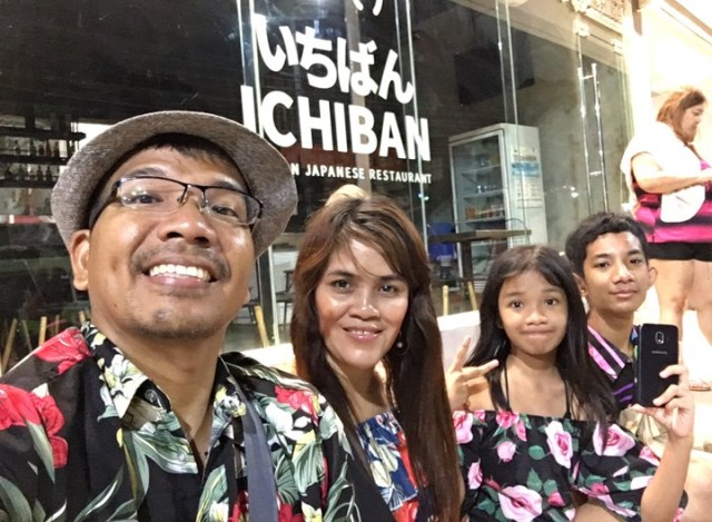 waiting for ride to dmall during our Boracay 2019 Day 3 vacation