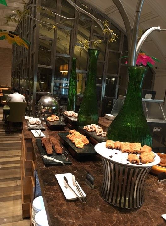 breakfast at Cafe Ilang-Ilang at the Manila Hotel