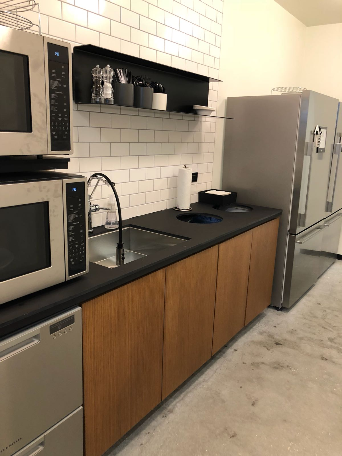 Orlando Bloggers June 2018 Meetup Industrious Orlando shared kitchen area