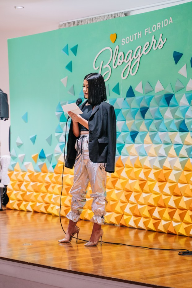 Top Miami Bloggers 2018 - South Florida Blogger Awards - Origami backdrop by Dapper Animals