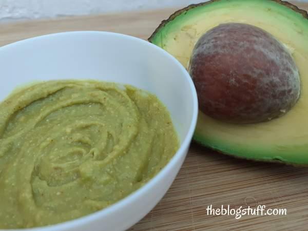 Homemade avocado face mask to brighten the skin
