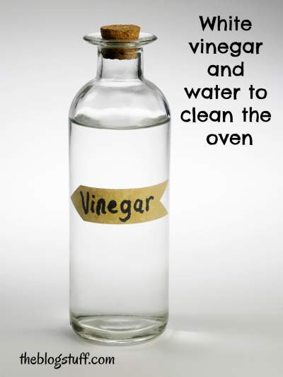 How to clean the oven with white vinegar