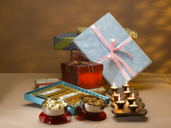 Interesting Ways to Choose Corporate Gifts for Colleagues this Diwali