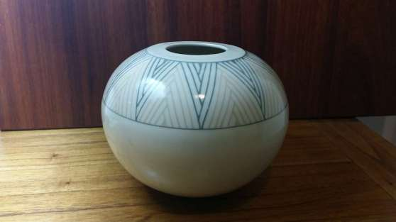 Porcelain spherical vessel with inlay decoration.