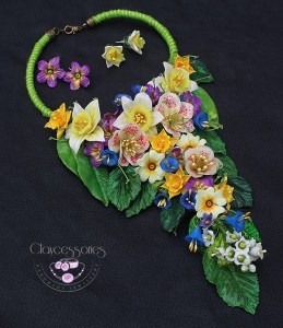 Floral necklace by Janna Baranovska of Claycessories