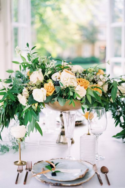 Fine Art cascading centerpiece by The Blue Daisy Floral Designs. Photographed by Lauren Renee Photography.
