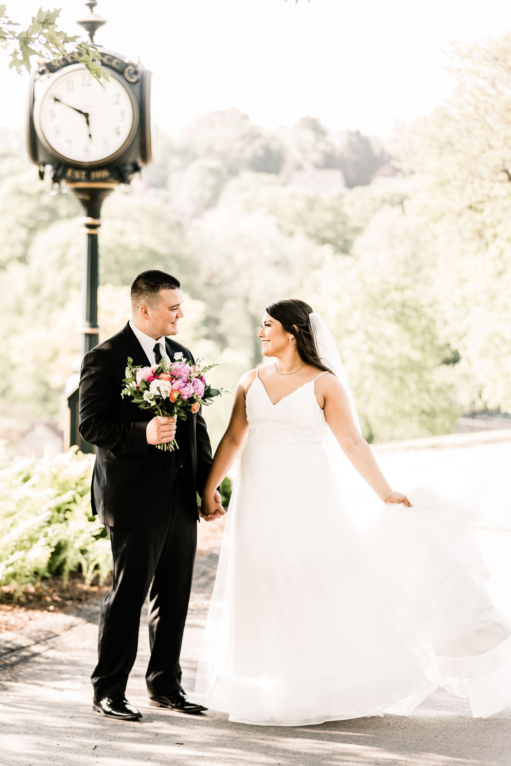 Pittsburgh wedding springtime country club outdoor couple