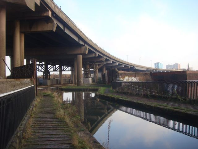 M5 goes over the canal