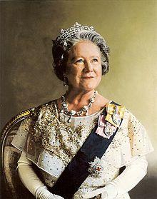 220px-queen_elizabeth_the_queen_mother_portrait