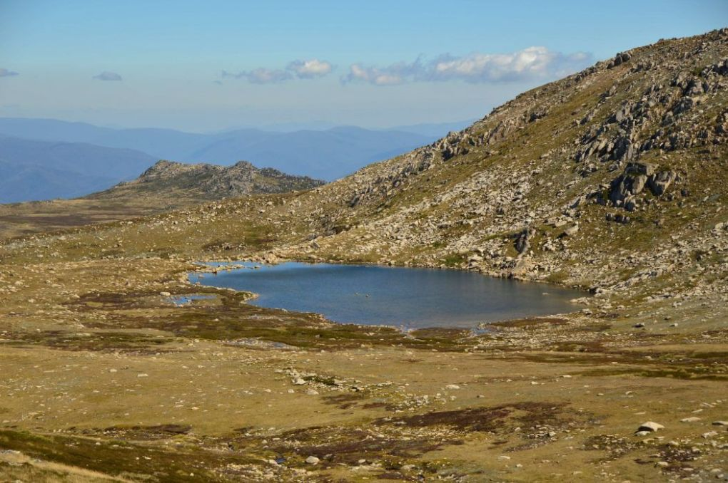 blue lake near the top of Mount Kosciuszko