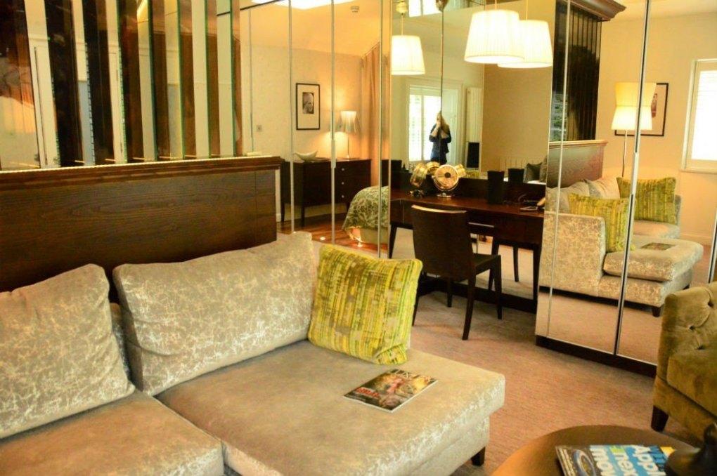 21212 edinburgh room couch