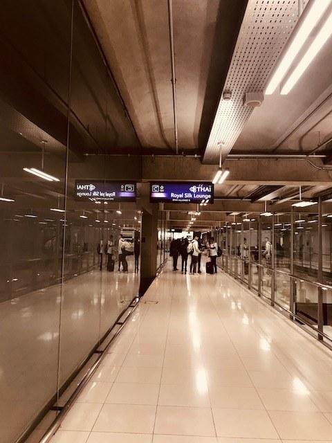 thai airways business class london to bangkok path to business class lounge at bangkok airport