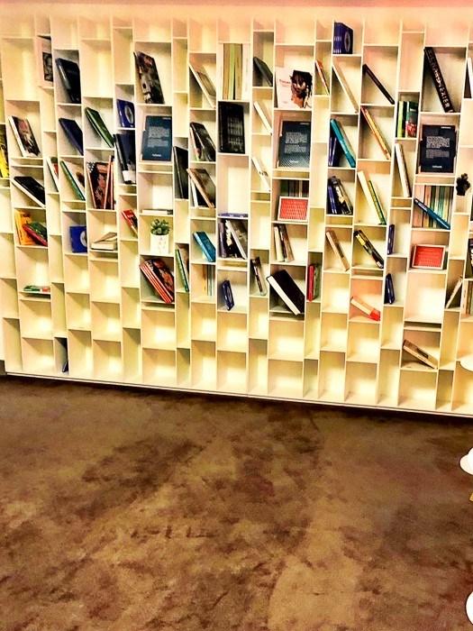 air france business class lounge paris bookshelf