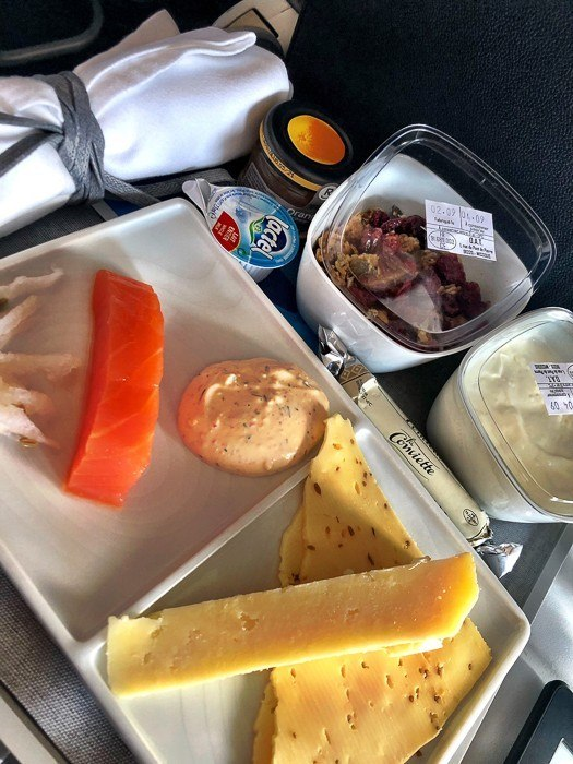 breakfast tray for flight between paris and london air france business class