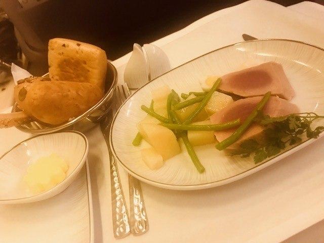 Dinner on the Thai airways boeing 747 business class