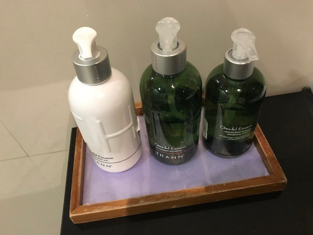 thai airways business class a380 review toiletries in the bangkok lounge