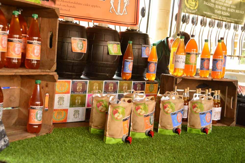 england_cotswolds_stroud-farmers-market-apple-juice