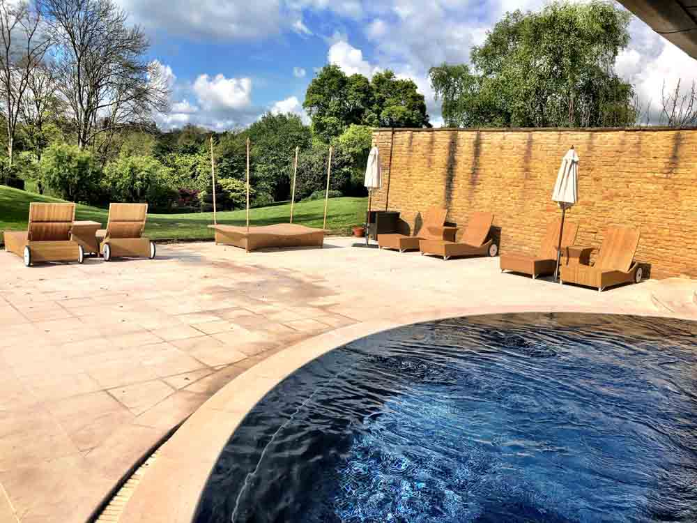 england_cotswolds_whatley-manor-outdoor-pool