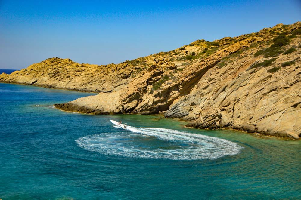 greece_ios_speedboat-in-ocean