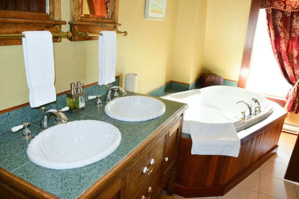 canada_new-brunswick_hotel-paulin-bathroom