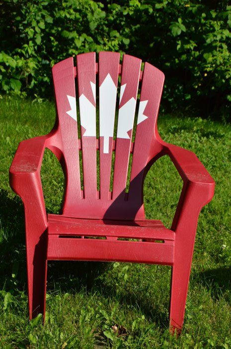 canada_new-brunswick_maplegrove-inn-canada-chair