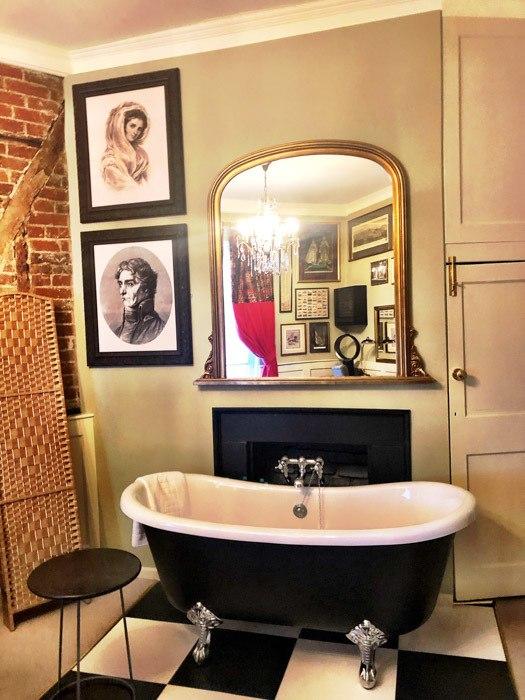 england_winchester_wykeham-arms-bathtub