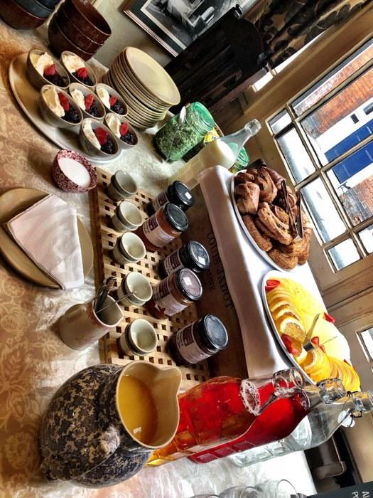 england_winchester_wykeham-arms-breakfast-buffet