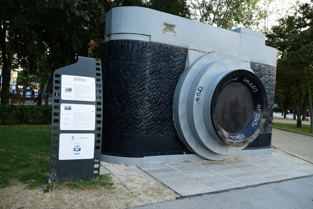 Italy_Rimini_giant-camera