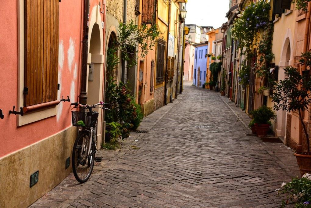 Italy_Rimini_old-town-back-street