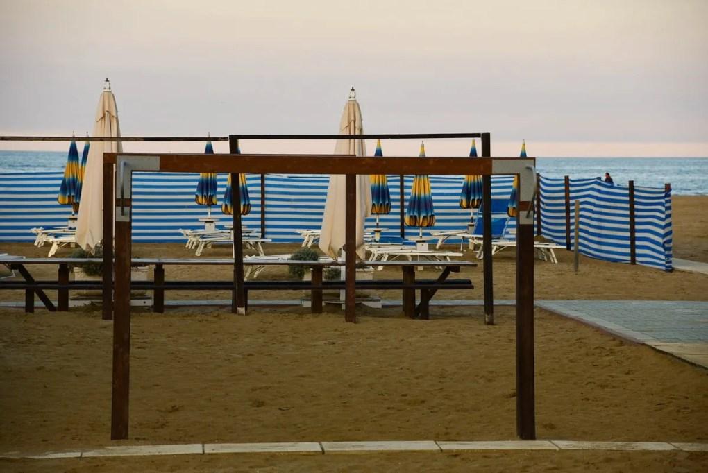 Italy_Rimini_waterfront-tables-umbrellas