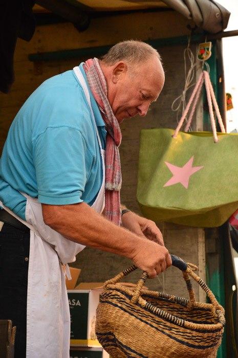 germany_hamburg_fish-market-vendor