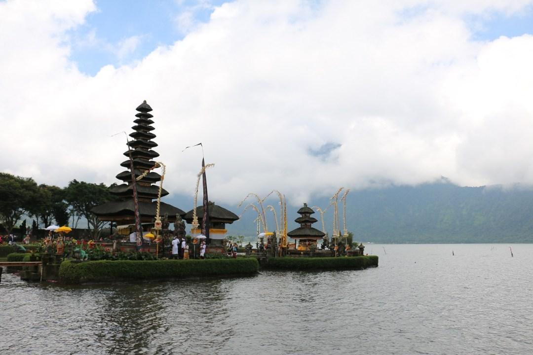 Bali-Bedugul-Tempel-2-thebraidedgirl