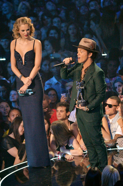 Taylor+Swift+Bruno+Mars+MTV+Video+Music+Awards+K3SVNvbkpWDl