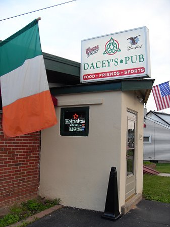 Walsh's Wing Review: Dacey's Pub With First Ever Guest Reviewer