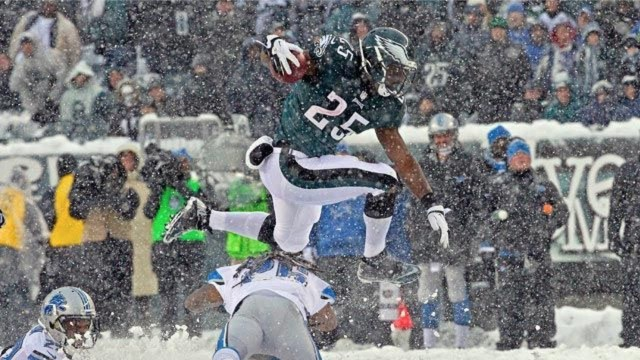 Legendary Eagles RB Signs One-Day Contract to Retire In Philly