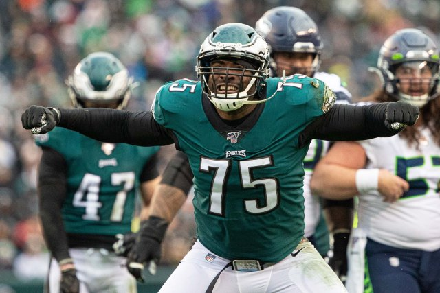 Former Eagle Vinny Curry is dunking on Anti-Vaxxers online