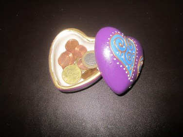 Petit pot en forme de coeur en terre cuite / Terra-cotta jar