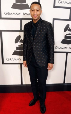 John Legend hit the red carpet in a Gucci tuxedo. (Photo: Jeff Vespa/Wire Image)