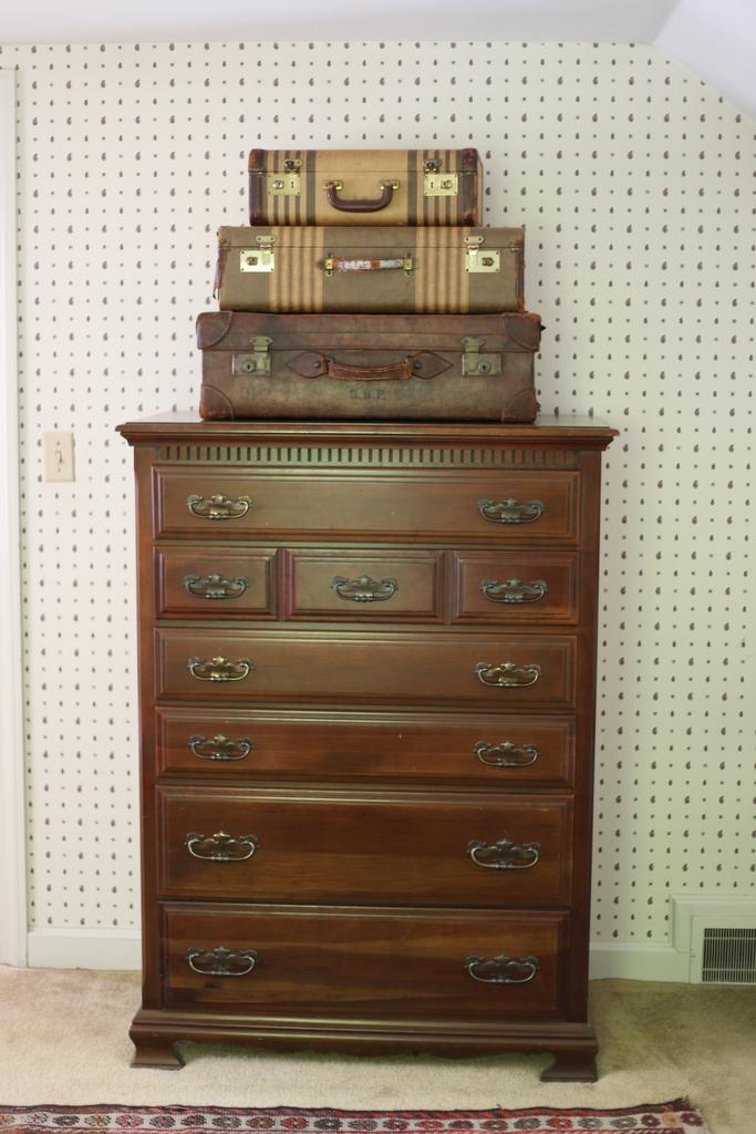 old_dresser_guest_bedroom_reveal