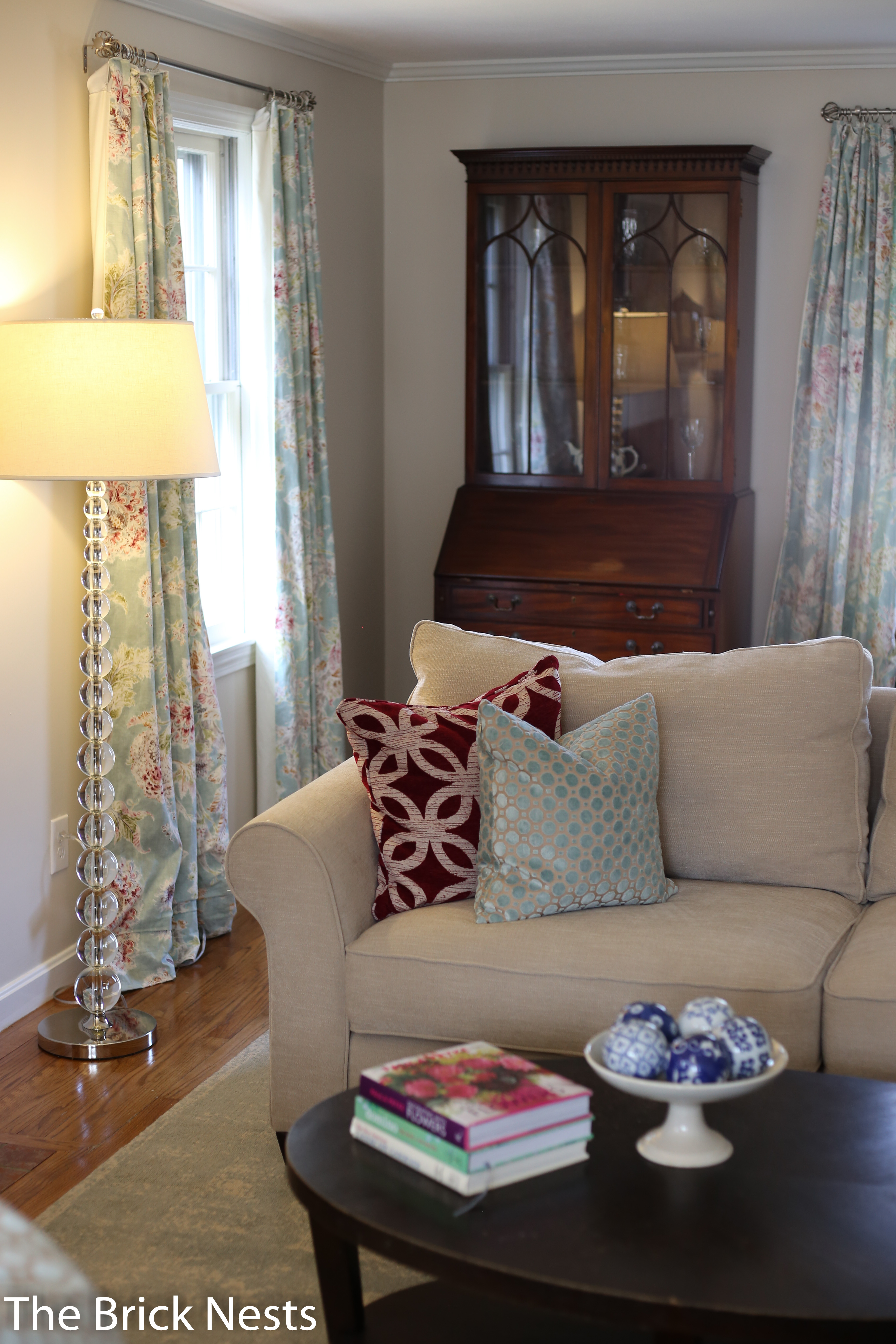 Blank Slate to Blooming Beauty: Living Room Decor Coaching ...