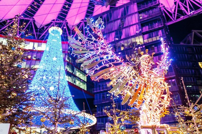 You can even find German Christmas Markets in town squares, near large boulevards, outside shopping centres and arcades, in side streets and sometimes in public buildings too! Cool stuff at the Sony Centre Forum in Berlin.