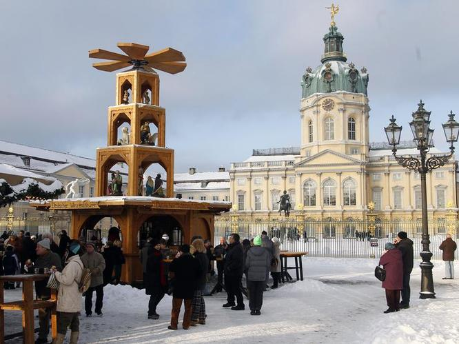 Tradition and quaint at the Charlottenburg Palace Christmas Market in Berlin!