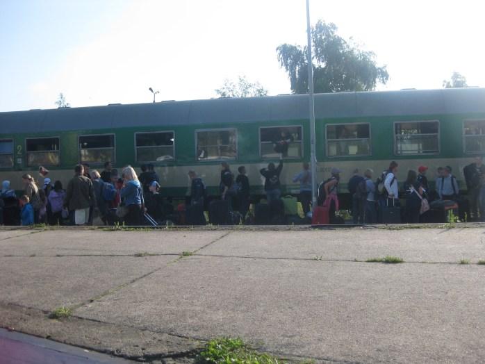 People rushing on the Polish train.