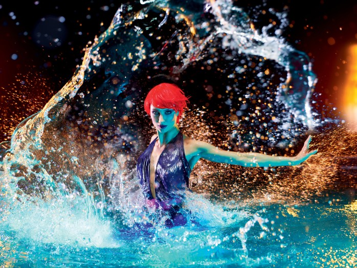 SHOW ME: Bursting through water at the Friedrichstadt-Palast. © Robert Grischek