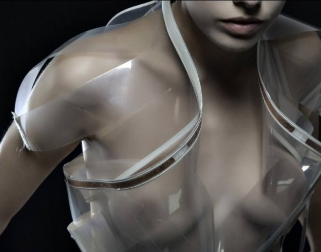 Wearable technology by Maartje Dijkstra: Intimacy - Fashion Technology