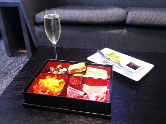 Relaxing with Italian nibbles & champagne at the AspirePlus Executive Airport Lounge in Bristol!