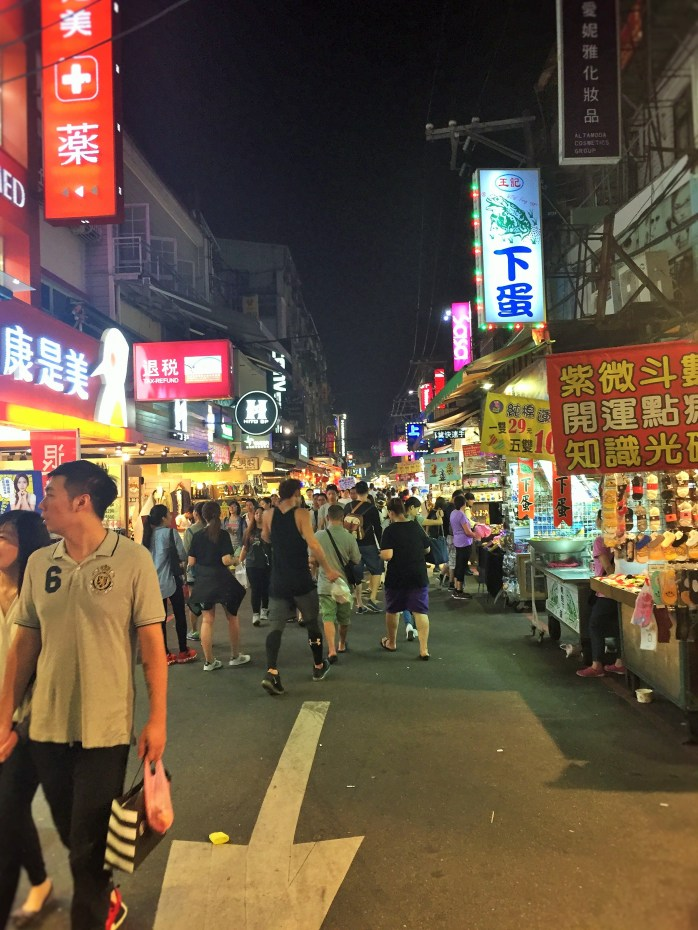 The Shilin Night Market is popular with Taiwanese students because of it's cheap, attractive prices!