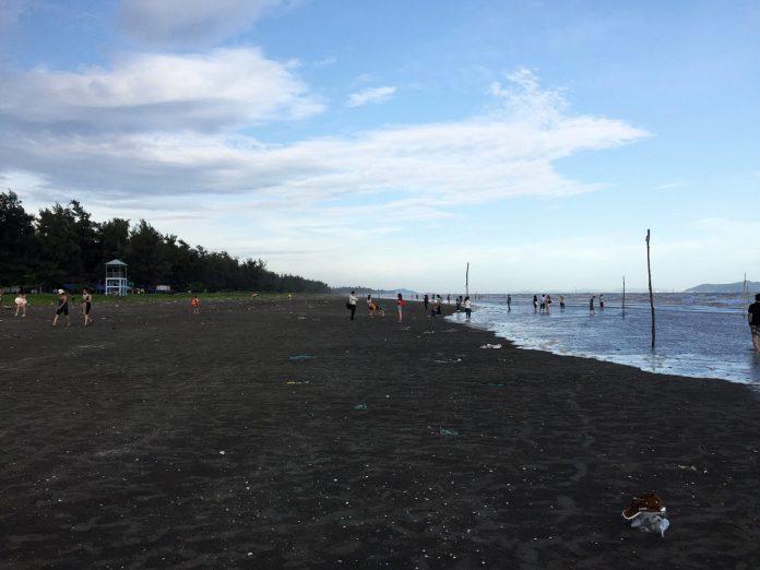 cangio-mountain-sea-beach-thebroadlife-sand