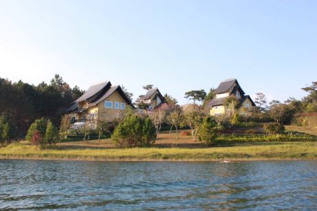 villa-dalat-lake-thebroadlife-vietnam-travel